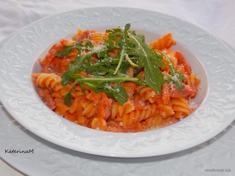 Макарони во доматен сос со павлака за готвење 2
