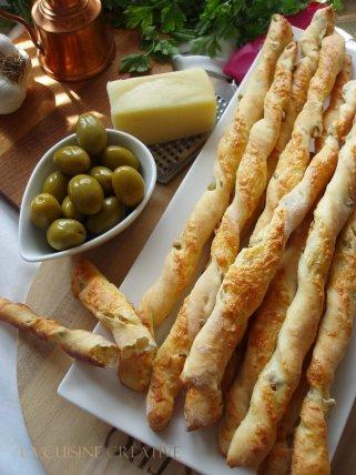 Солени стапчиња со маслинки и кашкавал