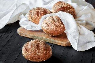 Сендвич лепчиња со мелени ореви 1