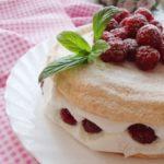 Кремаста торта со малини 1