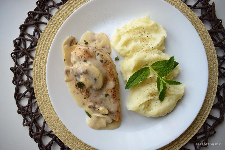 Пилешко со пире во брз сос од печурки 4