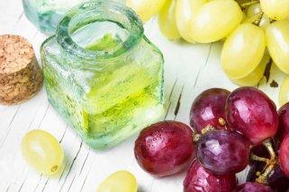 7 природни масла кои го намалуваат стареењето на кожата 1