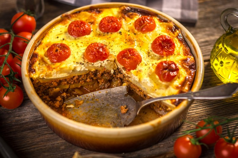 Мусака од тиквички со мелено месо и кремаст прелив 2