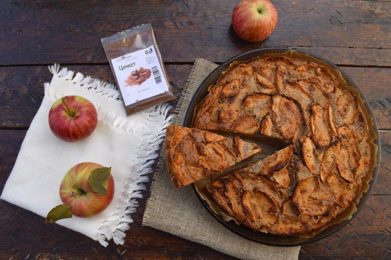 Есенска пита со јаболка и цимет - брза и без миксер 2