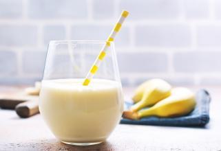 сок од банани со мед