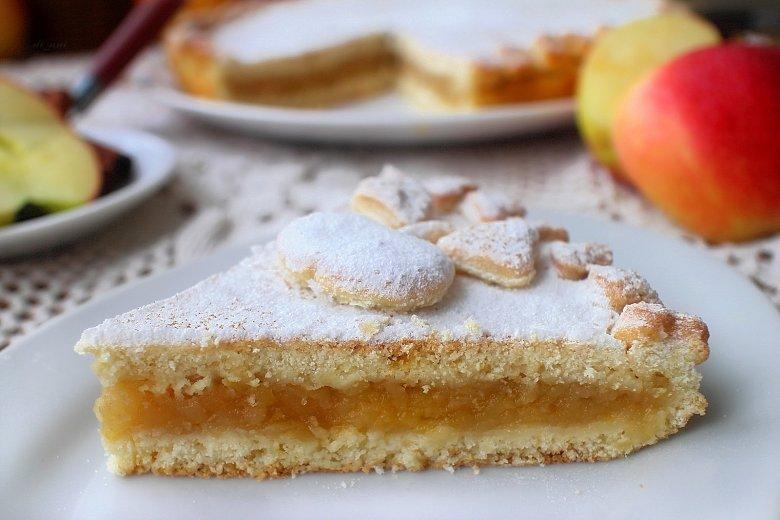 романска пита со јаболка