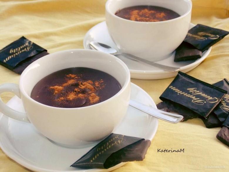 топло чоколадо со густин