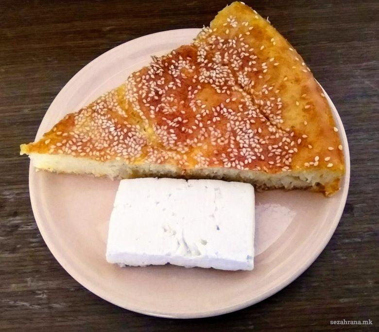 солен колач со сирење
