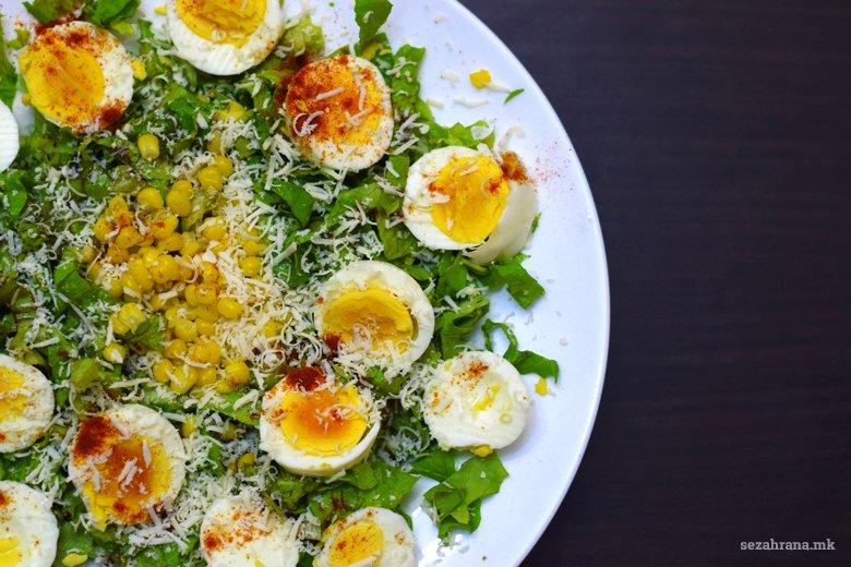 Оброк салата од салатка, јајца и пченка 2
