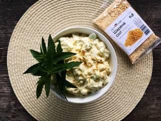 летна крем салата со шарена сол