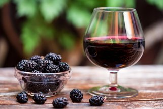 напиток со вино и капина