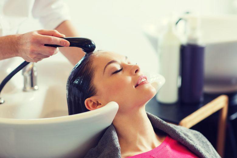 третман за плакнење на косата со јаболкова киселина