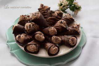 чоколадни корнети со фил од костени
