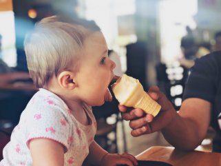 Сладолед за намалување на болката при излегување на млечните заби