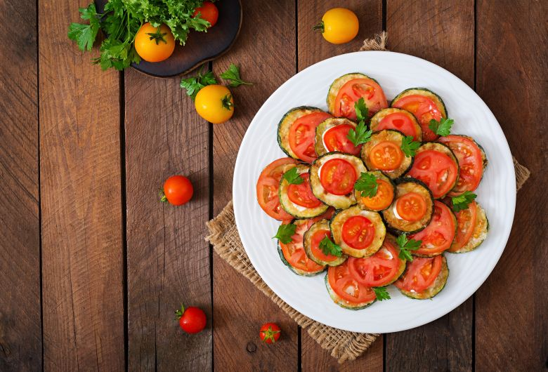 запечени тиквички со домати