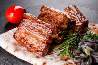 печени ароматични свински ребра