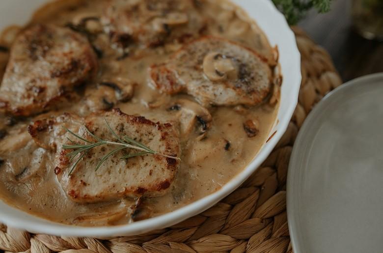 свинско во сос од печурки